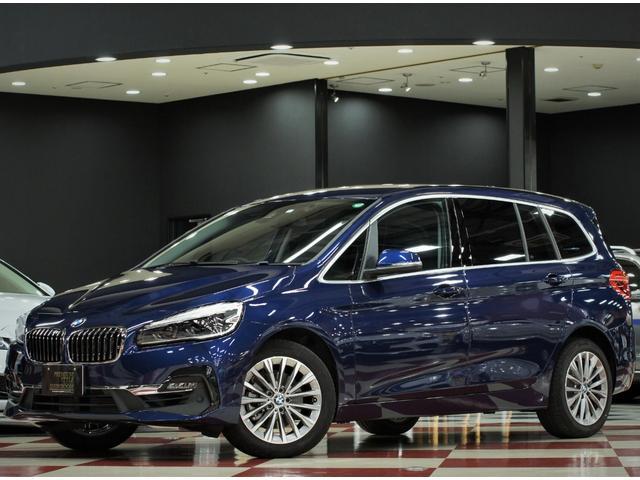 BMW 2シリーズ 218iグランツアラーラグジュアリー アドバンスドセーフティ ワンオーナー/アクティブクルーズコントロール/ヘッドアップディスプレイ/パワーバックドア/コンフォートアクセス/アンビエントライト/後部USBソケット/黒革シート/ヒーター付パワーシート/LEDヘッド