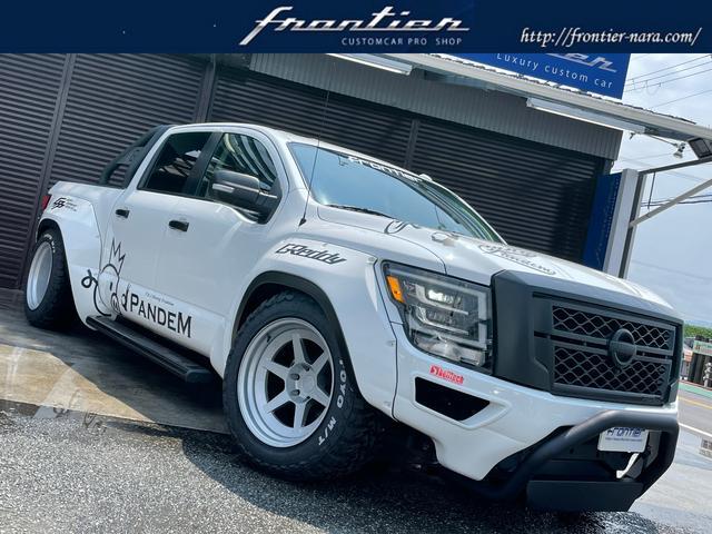 米国日産  4ドア クルーキャブSV 2019SEMA SHOW出展車両 TRA PANDEMワークスフェンダー LD97フォージド20インチAW GReddy4本出しマフラー 車高調