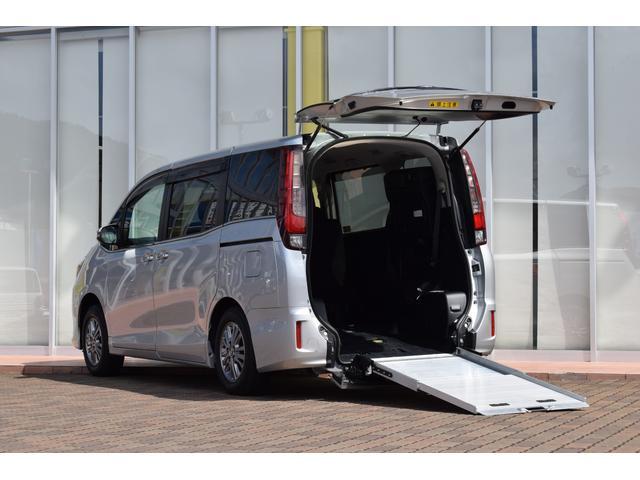 トヨタ 車いす仕様車 スロープタイプ タイプ2 サードシート付