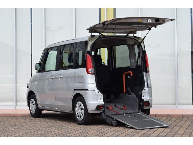 マツダ スロープ式車いす移動車 リヤシート付 4人乗り 電動ウインチ