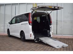 ノア X スローパー車いす仕様車 スロープ 電動ウインチ LEDヘッドライト オートライト サードシート付 左側パワースライドドア プライバシーガラス ロールサンシェード アイドリングストップ キーレスキー