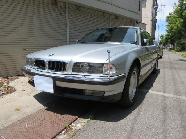 BMW 750iL 本革黒シート サンルーフ