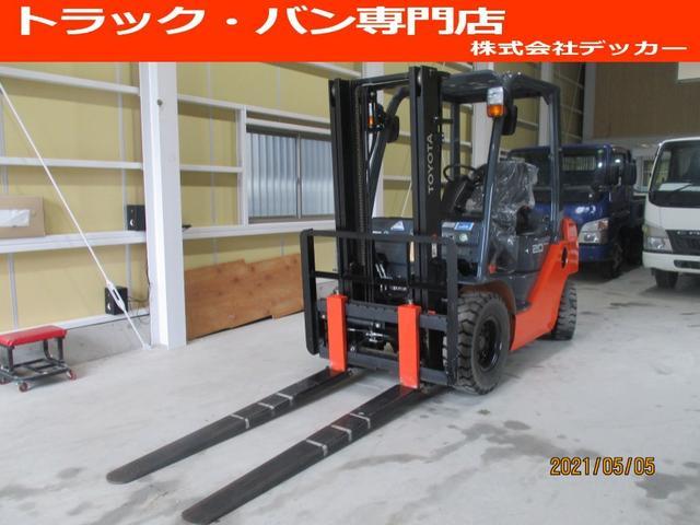 日本その他  トヨタ 最大荷重2000kg アワーメーター146.4h 2段マスト 最大揚高3000MM さやフォーク サイドシフト ツメの長さ1620mm ノーパンクタイヤ 車両重量3250kg