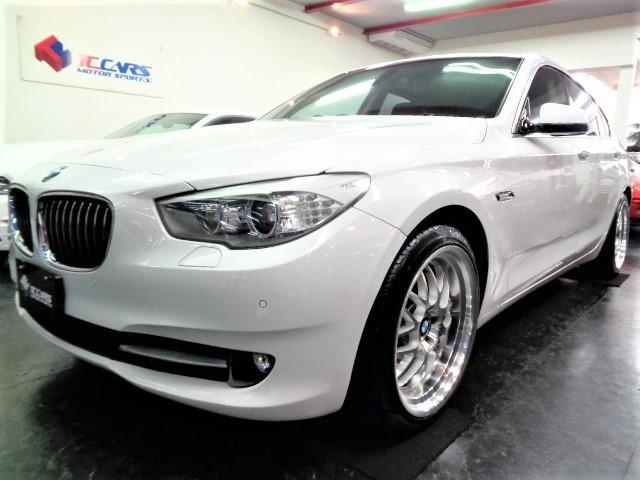 BMW 5シリーズ 535iグランツーリスモ ブラックレザーウッドインテリアガラスSRフルセグナビTVバックカメラ電動リアゲートクルーズコントロールパワーシートシートヒーター3.0ターボエンジン8速シフトM20アルミ新品タイヤBIGキャリパー