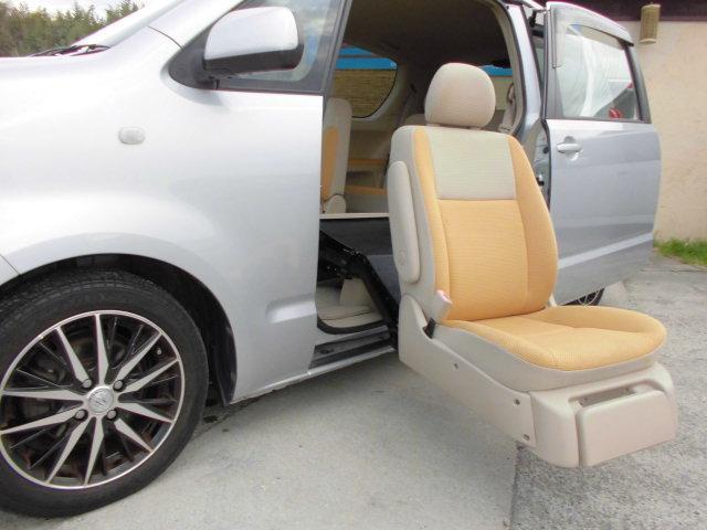 トヨタ 130i Cパッケージ サイドリフトアップシート