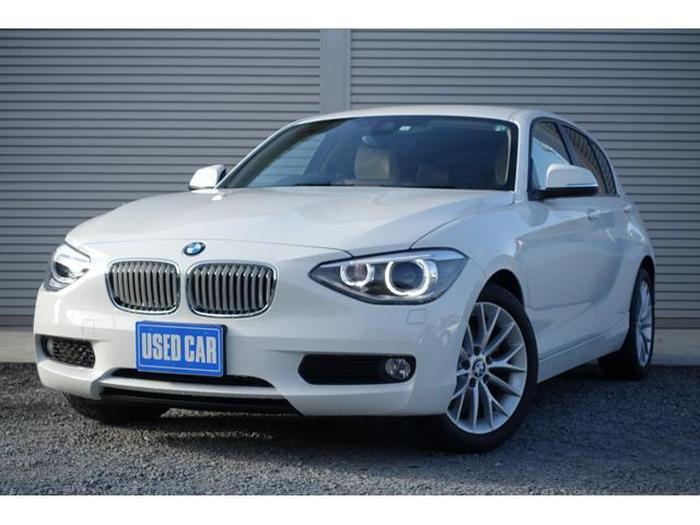 BMW 116i ファッショニスタ 1オーナー禁煙車 タイヤ新品 スマートキー2個 衝突軽減ブレーキ 純正ナビ バックカメラ レーンキープアシスト ベージュレザーシート シートヒーター オートエアコン 横滑り防止装置