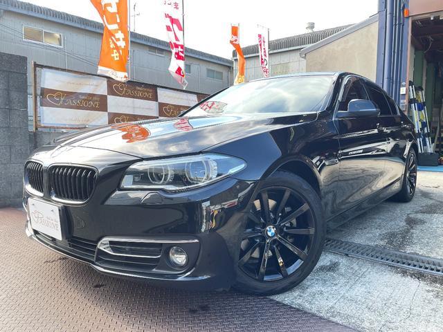 BMW 523iイノベーター 限定車 シナモンブラウンレザーシート ガラスサンルーフ マルチ液晶メーター シートヒーター アダプティブLEDヘッドライト フルセグHDDナビ 純正アルミブラック塗装 Bカメラ ETC