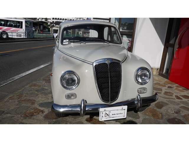 ランチア  APPIA SrII 1957年式モデル  右ハンドル コラムシフトイタリア直輸入