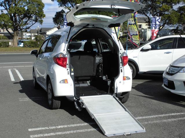 トヨタ X 車椅子電動固定装置1基 車高降下装置 バックカメラ