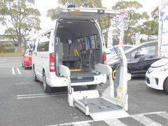 ハイエースバンウェルキャブ 10人乗り 車椅子電動固定装置2基