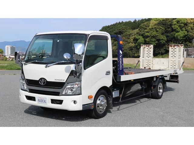 トヨタ  極東開発フラトップ・積載車・積載量3t・積載車在庫他にもあります。ナビ・メッキ部品取り付け中