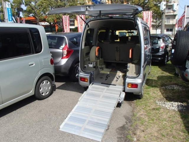 ダイハツ 福祉車両 スローパー 車椅子1台 ナビ Bカメラ キーレス