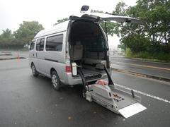キャラバンコーチ福祉車輌 オートステップ 車椅子電動リフト 10人乗り