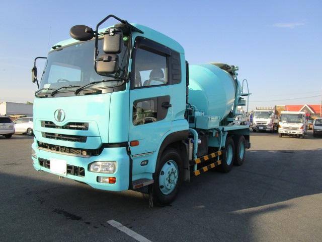 UDトラックス 大型コンクリートミキサー車