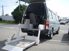 ハイエースコミューター福祉車両 リフト ストレッチャー
