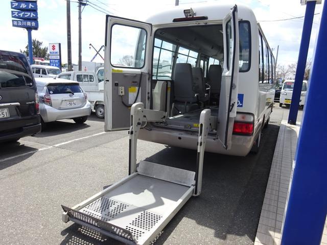 トヨタ 福祉車輛 電動リフト付き 車椅子固定装置2基 10人乗り