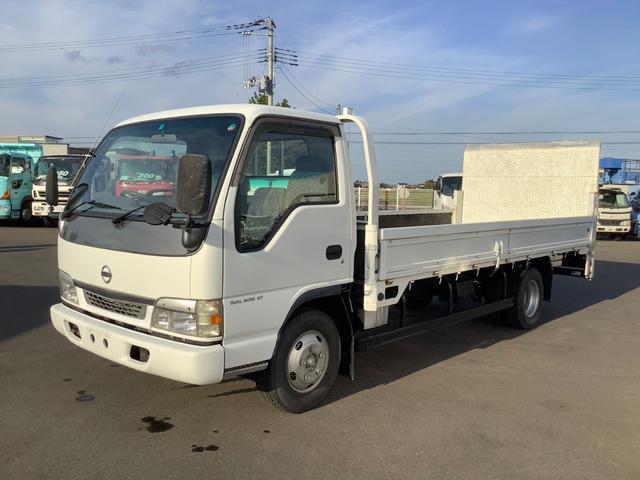 日産 アトラストラック  6速マニュアル ホワイト 平床ボディ 最大積載量3000キロ