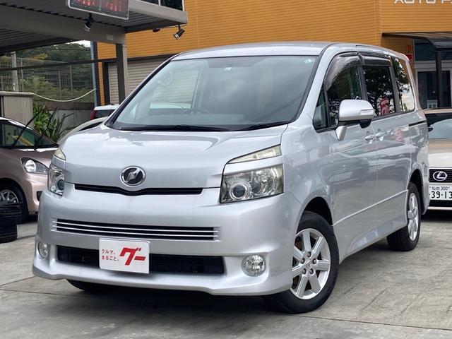 トヨタ Z 4WD ETC バックカメラ ナビ パワースライドドア HID 3列シート フルフラット ウォークスルー ミュージックプレイヤー接続可 DVD再生 CD アルミホイール キーレスエントリー
