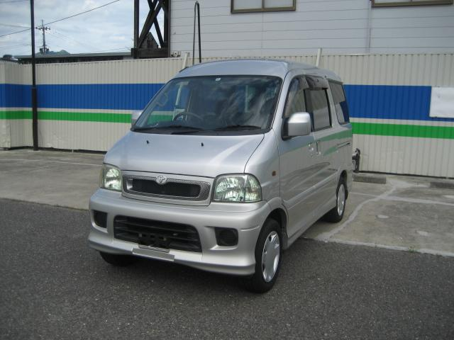 トヨタ X 4WD 5MT 3列シート 乗車定員7名 スマートキー