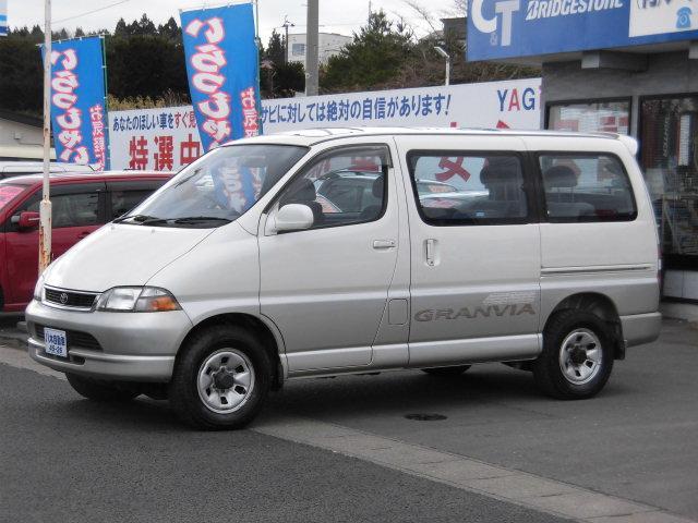 トヨタ G ツインサンルーフ 3列シート 4WD