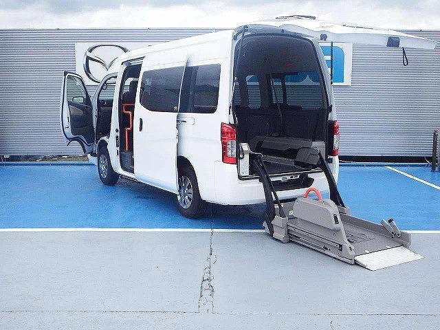 日産 NV350キャラバンバン  チェアキャブ M仕様 ディーゼルターボ 4WD リモコン付電動スイングアームリフト 車いす2基固定装置 点滴フック 寒冷地仕様