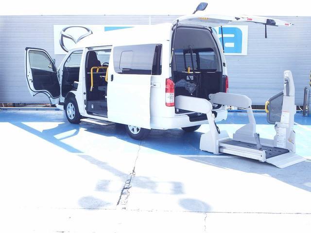 トヨタ レジアスエースバン  ウェルキャブBタイプ 4WD リモコン付電動スイングアームリフト 車いす2基固定装置 オートステップ リアヒーター エアコン