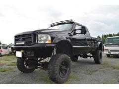フォード F−350迫力満点 8インチリフトUP 4WD 20インチマッドタイヤ