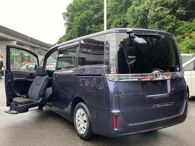 トヨタ ヴォクシー X ウェルキャブ 福祉車両 助手席電動リフトアップシート リモコン付き 8人乗り 両側パワースライドドア オートエアコン ステアリングスイッチ アイドリングストップ