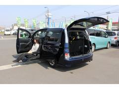 アイシスサイドリフトアップシート 電動式車いす収納装置 ナビテレビ