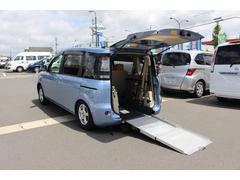 シエンタ車いすスロープ車 車いす1台と他に5名 電動固定式