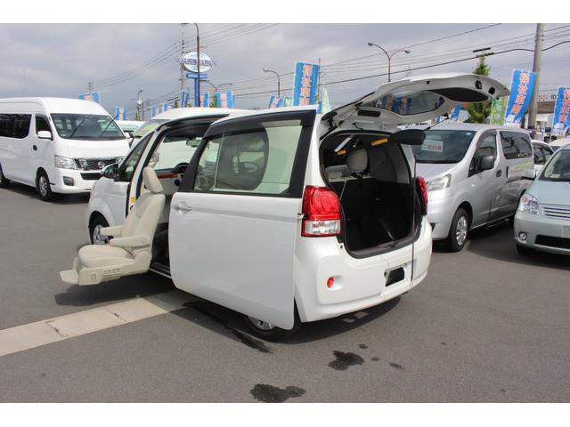 トヨタ 助手席リフトアップシート 電動式車いす収納装置 ナビ