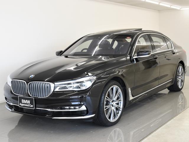 BMW M760Li xDrive V12エクセレンス スカイラウンジパノラマサンルーフ 本革indivボディー B&W ラウンジシート リアエンタメ レーザーライト ディスプレイキー リモートパーキング ナイトビジョン ヘッドアップディスプレイ