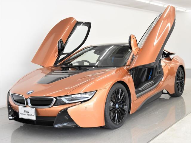 i8(BMW) クーペ 後期 インテリアデザインHALO ドライカーボンインテリアトリム ブルーシートベルト ブラックキャリパー ヘッドアップディスプレイ オプション20インチアロイホイール 中古車画像