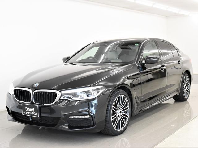 BMW 530e Mスポーツアイパフォーマンス 本革 アクティブクルーズコントロール ドライビングアシスト トップビュー フロント&リアシートヒーター オートトランク 純正19インチアロイホイール
