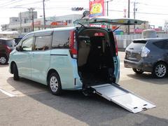 ノアX スロープ 2脚仕様 4WD 福祉車両 電動ウインチ 電動車いす固定装置 車高調節機能 6人&車いす1台 3人&車いす2台
