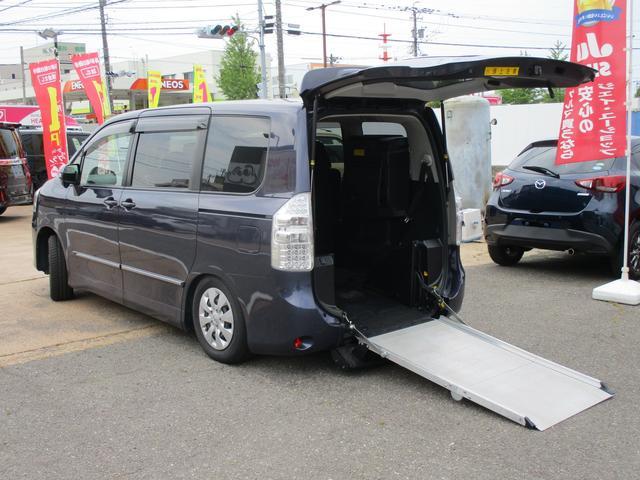 トヨタ ノア  ウェルキャブ 4WD 福祉車両 車いす1台 電動スロープ 電動ウインチ 車いす固定装置電動タイプ ナビ バックカメラ 両側パワースライドドア