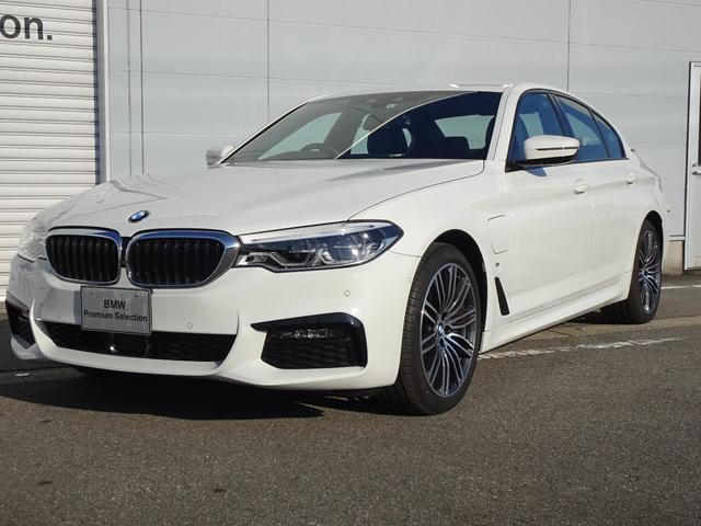 BMW 530e Mスポーツ アクティブクルーズコントロール ヘッドアップディスプレイ アダプティブLEDヘッドライト 電動テールゲート シートヒーター 電動シート 純正HDDナビ ミラー内蔵型ETC 被害軽減ブレーキ
