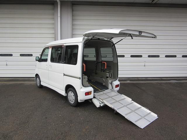 ダイハツ 4WDスローパー リヤシート付4人乗 福祉車両 電動ウインチ