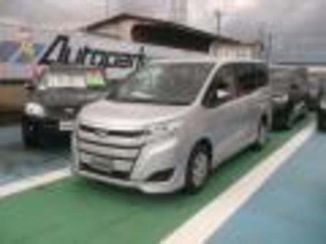 トヨタ ノア X 4WD オートスライドドア メモリーナビ 8人乗り CVT