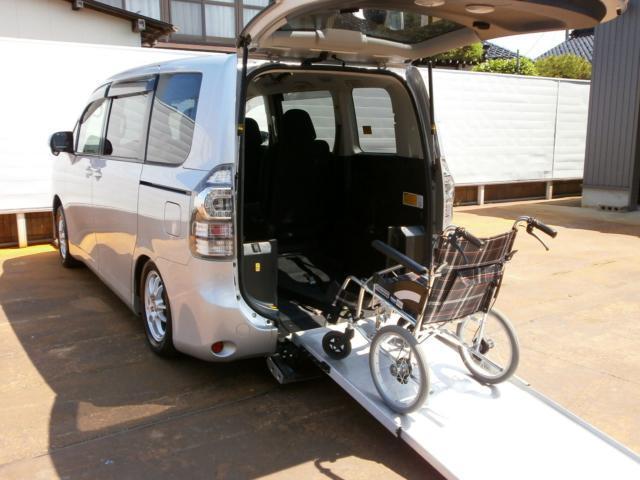 トヨタ X Lエディション 4WD 車いす仕様車 スロープタイプ