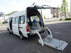 ハイエースコミューター福祉車両 車椅子2台リフトアップ 10人乗り