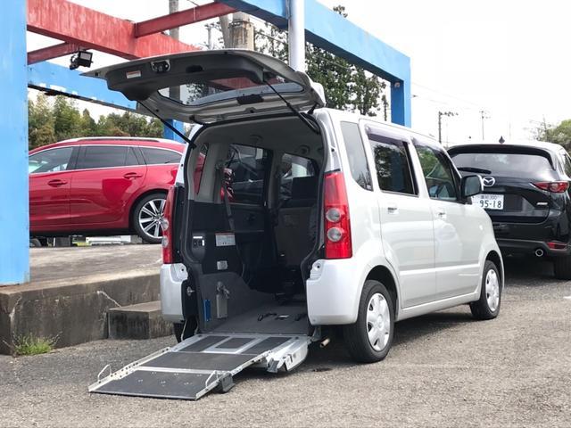 マツダ スローパー 福祉車両 リアシート付き 車いす移動車