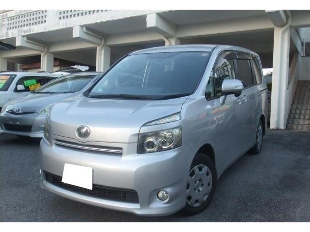 沖縄の中古車 トヨタ ヴォクシー 車両価格 55万円 リ済別 平成21年 14.4万km シルバーM