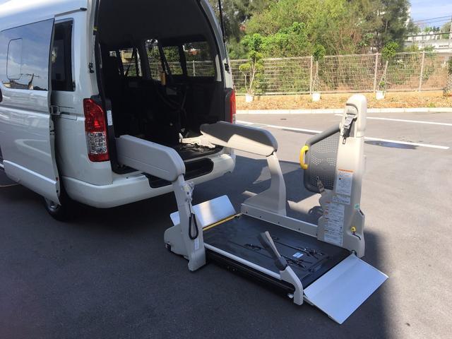浦添市 ヒーローモータース トヨタ ハイエースバン 福祉車両 車椅子2基載 電動リフトアップ ホワイト 3.2万km 2017(平成29)年