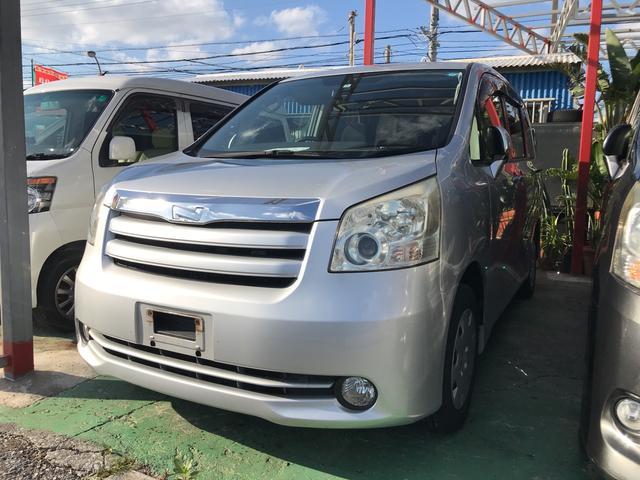 沖縄の中古車 トヨタ ノア 車両価格 45万円 リ済込 平成20年 13.6万km シルバー