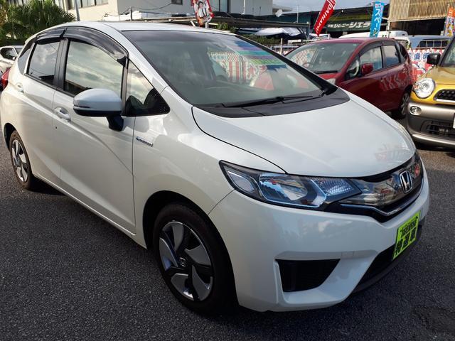 沖縄の中古車 ホンダ フィットハイブリッド 車両価格 95万円 リ済込 2013(平成25)年 1.2万km パールホワイト