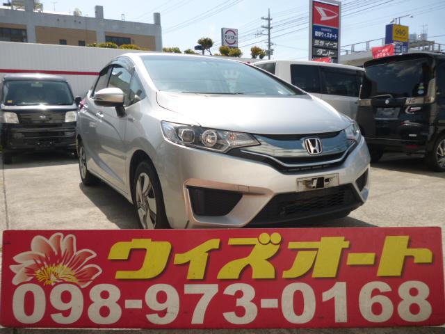 沖縄の中古車 ホンダ フィットハイブリッド 車両価格 64万円 リ済込 2015(平成27)年 10.0万km シルバー