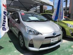 沖縄の中古車 トヨタ アクア 車両価格 113.4万円 リ済別 平成24年 4.2万K シルバー