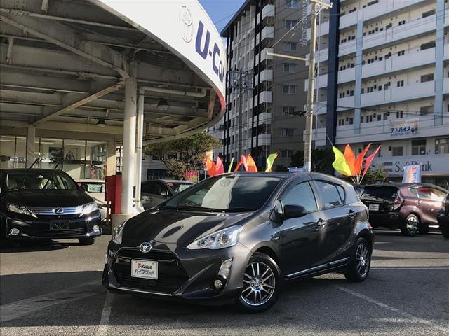 沖縄の中古車 トヨタ アクア 車両価格 147.9万円 リ済別 2016(平成28)年 5.7万km グレー