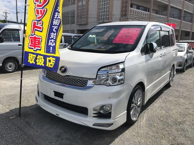 沖縄の中古車 トヨタ ヴォクシー 車両価格 130万円 リ済込 2013(平成25)年 6.8万km パールホワイト
